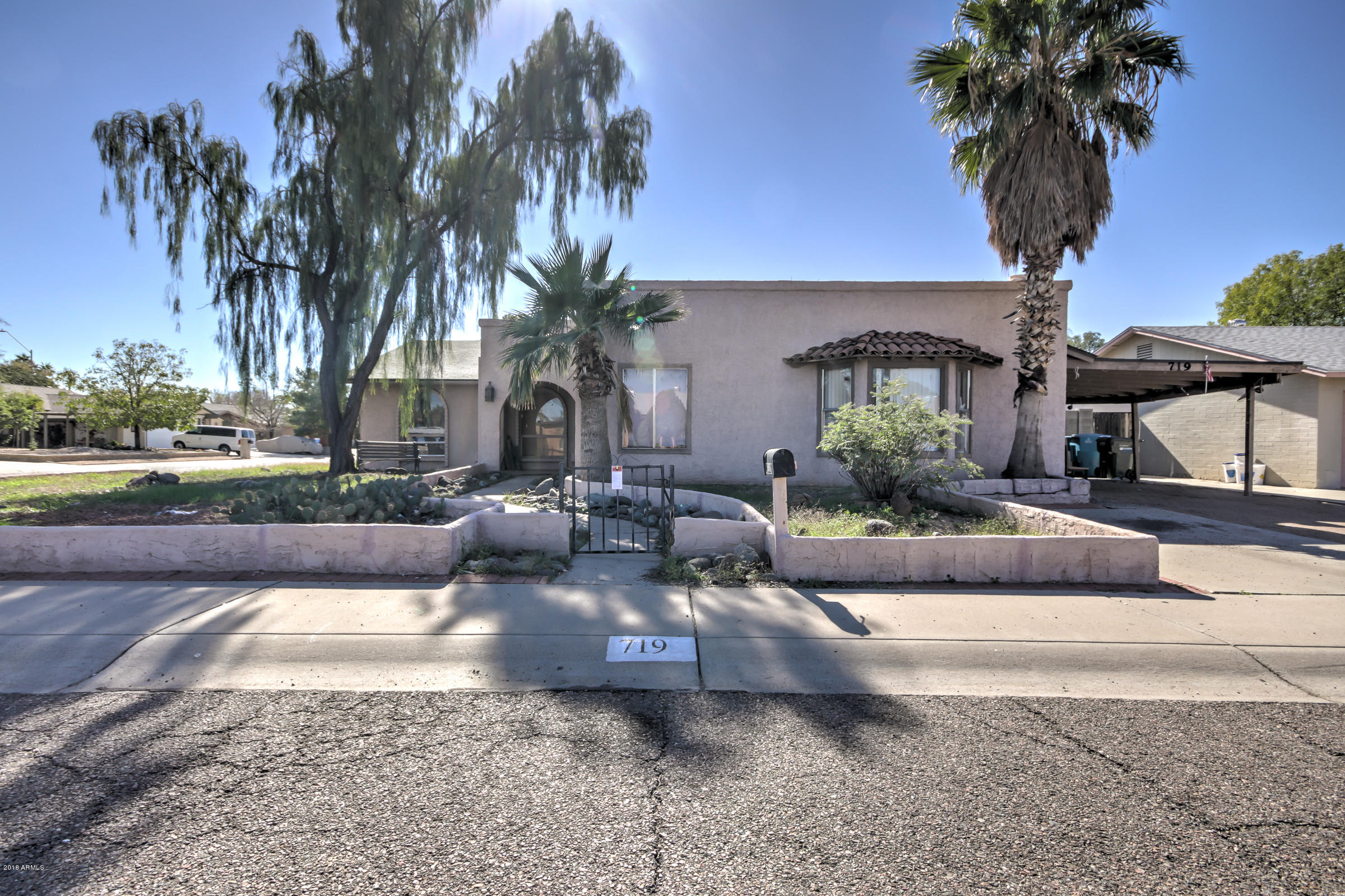 Photo of 719 W MORROW Drive, Phoenix, AZ 85027