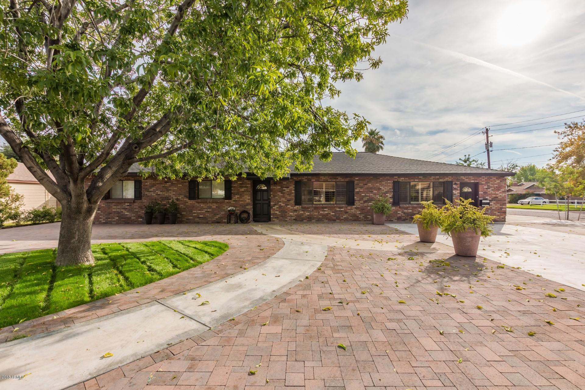 Photo of 301 E BERRIDGE Lane, Phoenix, AZ 85012
