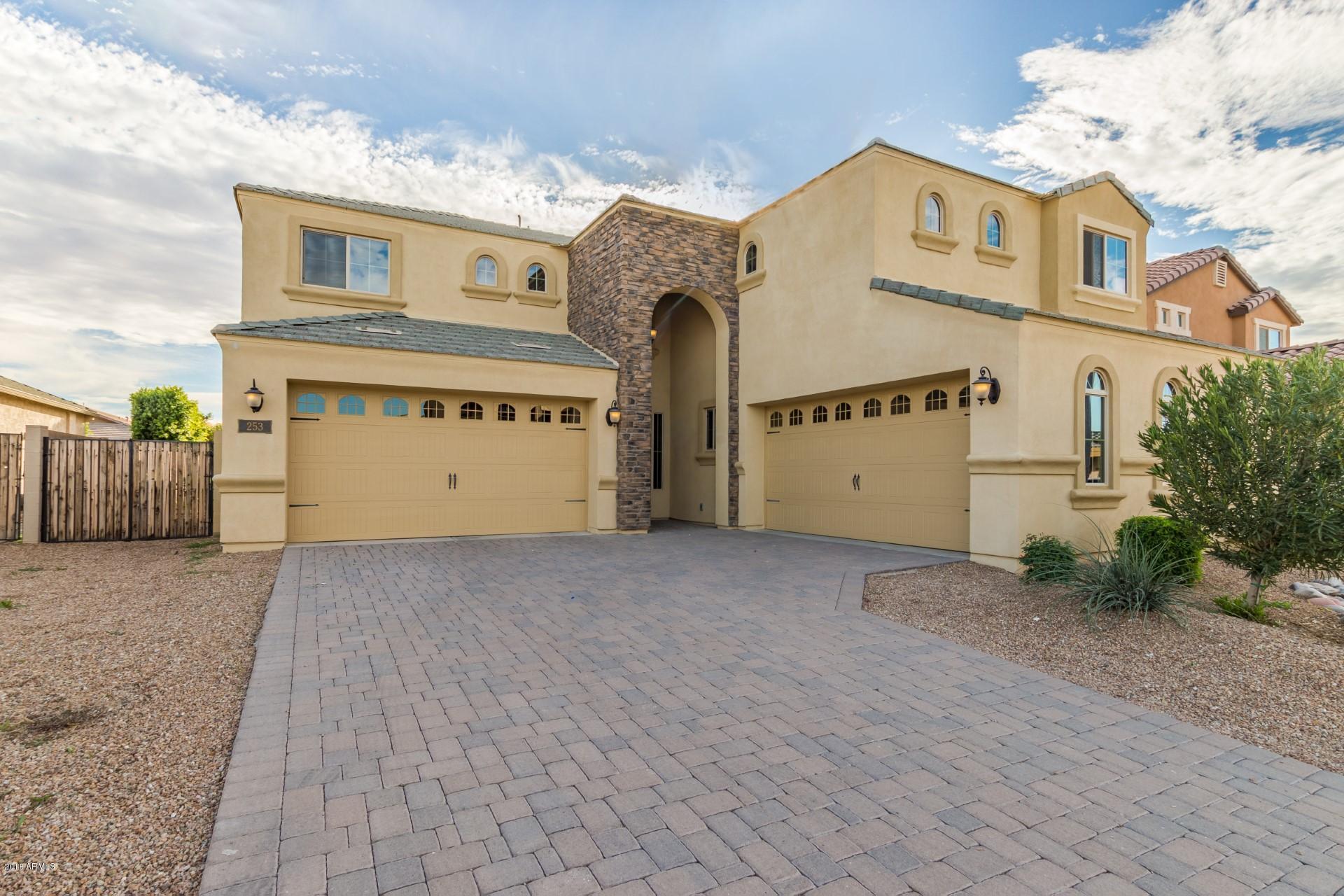 Photo of 253 E CRESCENT Place, Chandler, AZ 85249