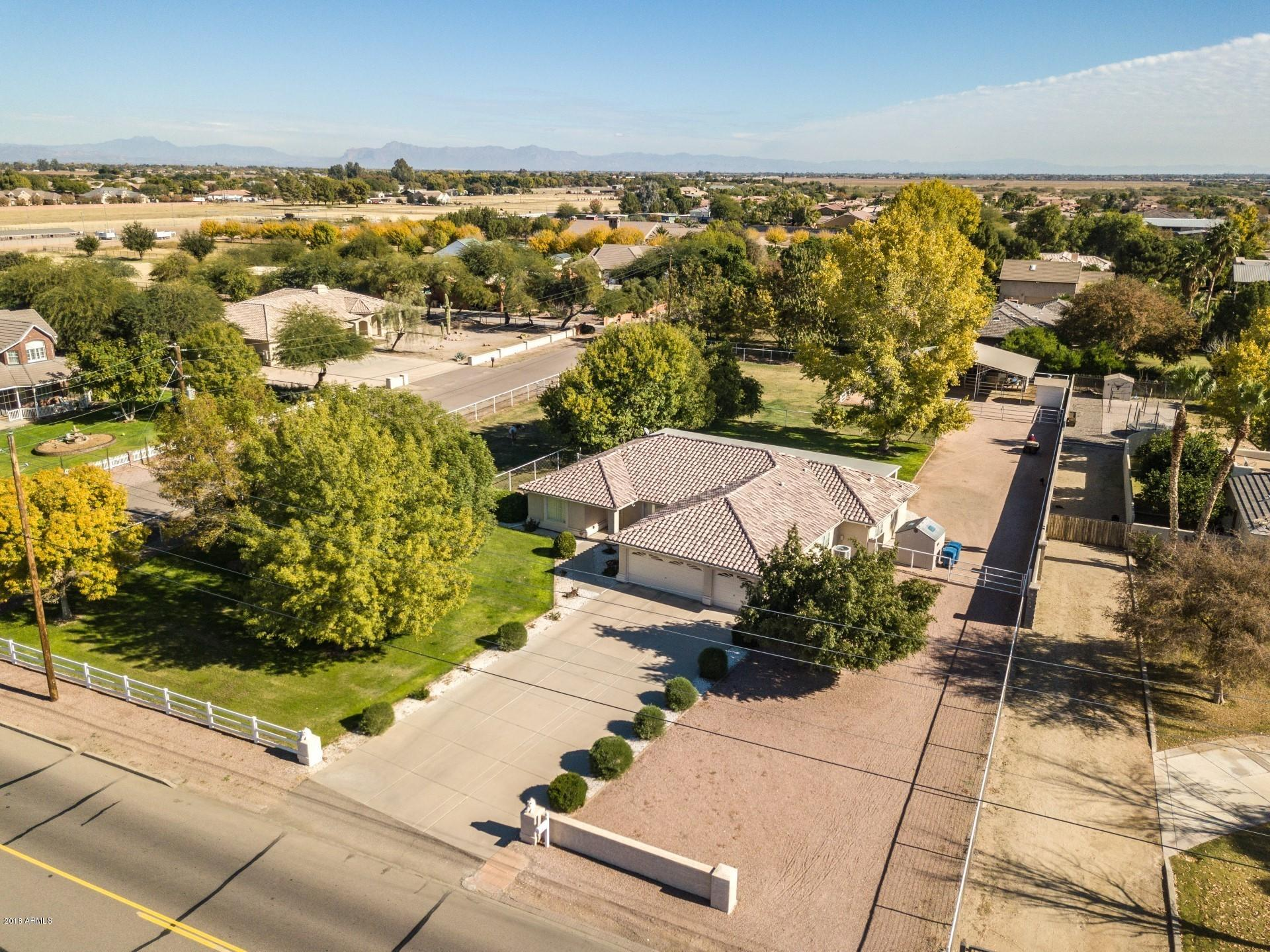 Photo of 24725 S LINDSAY Road, Chandler, AZ 85249