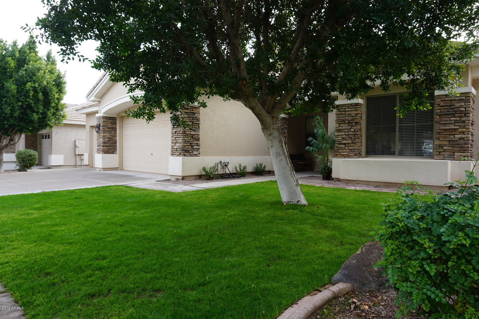 Photo of 403 W KNIGHT Lane, Tempe, AZ 85284